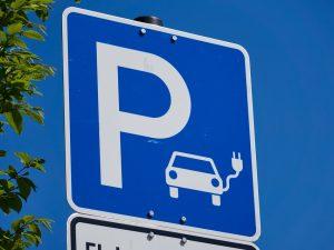 Vilniuje – 5 didelės galios elektromobilių įkrovimo prieigos ties magistraliniais keliais