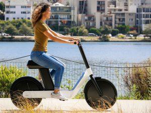 Elektrinis mopedas atrodo kaip tiesiai iš ateitis