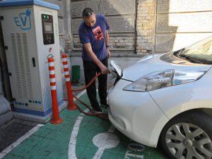 Elektromobiliai Ukrainoje populiarėja – rinka ir toliau auga