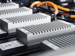 Kokių iššūkių kelia elektromobilių ličio jonų baterijos?
