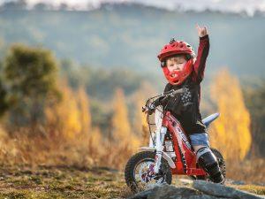 OSET nori, kad vaikai pereitų nuo video žaidimų prie elektrinių kalnų motociklų