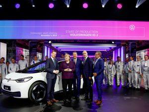 """Istorinė diena: """"Volkswagen"""" pradėjo serijinę elektromobilio ID.3 gamybą"""