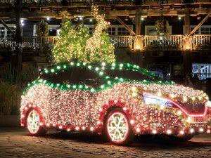 """""""Nissan LEAF"""" virto Kalėdų eglute"""
