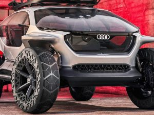 """""""Audi AI: TRAIL"""" – kocepcinis elektromobilis, lydimas dronų"""