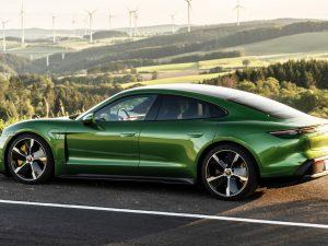 """Neribotos """"Porsche Taycan"""" elektromobilių dizaino galimybės"""