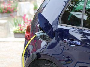 Elektromobilių baterijų proveržis: dvigubai didesnis nuotolis, įkrovimas per 5 minutes
