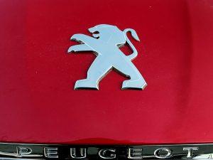 """Koronavirusas gali sutrukdyti """"Peugeot"""" ir """"Fiat Chrysler"""" susijungimui"""