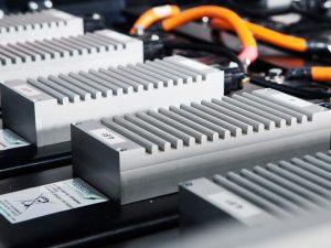 Ką pasirinkti: perdirbti elektromobilių baterijas ar jas panaudoti kitiems tikslams?