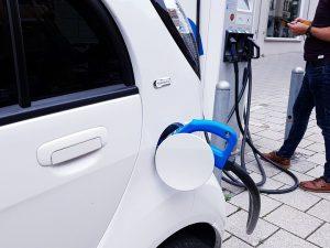 Įmonės asmenys suskubo naudotis subsidija elektromobiliams
