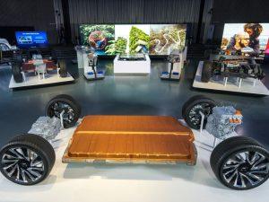 """""""General Motors"""" iki 2025 metų išleis 30 elektromobilių ir tam investuos 27 mlrd. dolerių"""