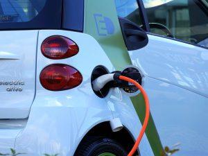 Elektromobiliai Norvegijoje pernai užėmė rekordinę 54,3 proc. rinkos dalį
