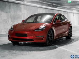 """Lietuviams – pirmieji Baltijos šalyse bandomieji """"Tesla"""" važiavimai"""