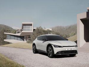 """""""Kia"""" atskleidė naujojo EV6 elektromobilio dizainą"""