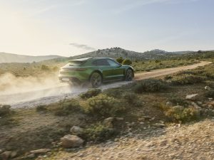 "Pristatytas ""Porsche Taycan Cross Turismo"" – universaliausias sportinis elektromobilis"