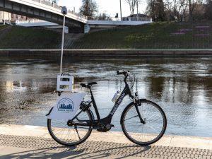 Elektrinis dviratis su įtaisyta specialia kamera skanuos Vilniaus gatvėse besimėtančias šiukšles