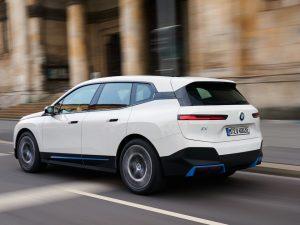 Tarp rudenį pasirodysiančių BMW elektrinių modelių – pirmasis M serijos elektromobilis