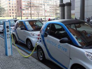 Jau priima įmonių paraiškas kompensacijai už naujus elektromobilius