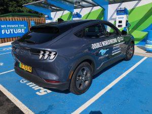 """""""Ford Mustang Mach-E"""" pakėlė kartelę visiems elektromobiliams – įamžintas pasaulinis efektyvumo rekordas"""