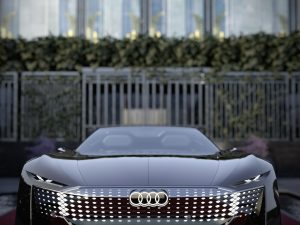 """""""Audi"""" pristatė pirmąjį naujos koncepcinių automobilių šeimos modelį """"Audi skysphere"""""""