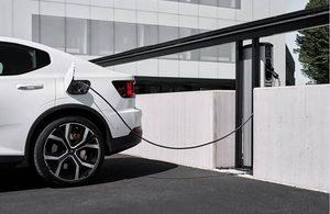 Elektromobilių įkrovimo stotelė bus tokia pat atpažįstama kaip raudona telefono budelė ar Londono taksi automobilis