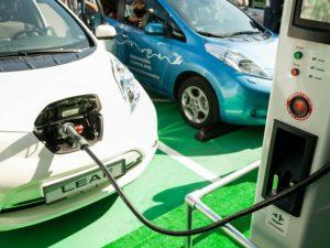 M. Skuodis: per trejus metus viešųjų ir pusiau viešųjų elektromobilių įkrovimo prieigų Lietuvoje padaugės daugiau kaip 10 kartų